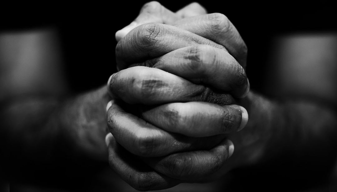 men praying image