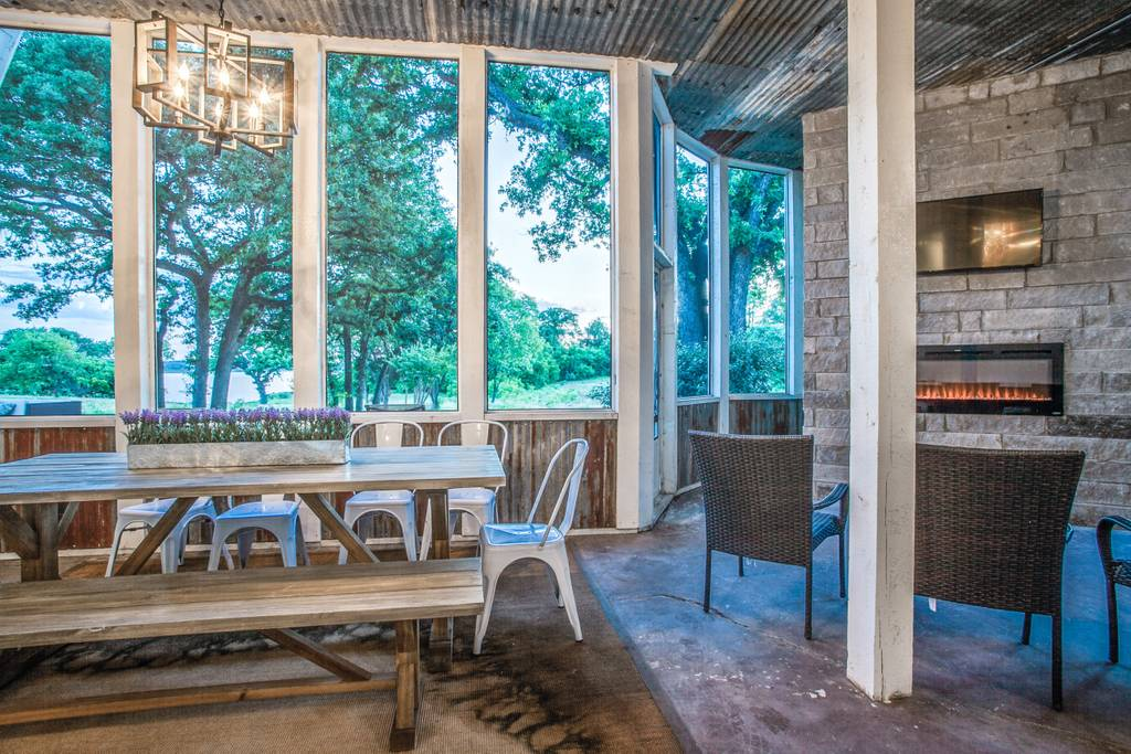 2019-03-21 - screened in porch-dallas house