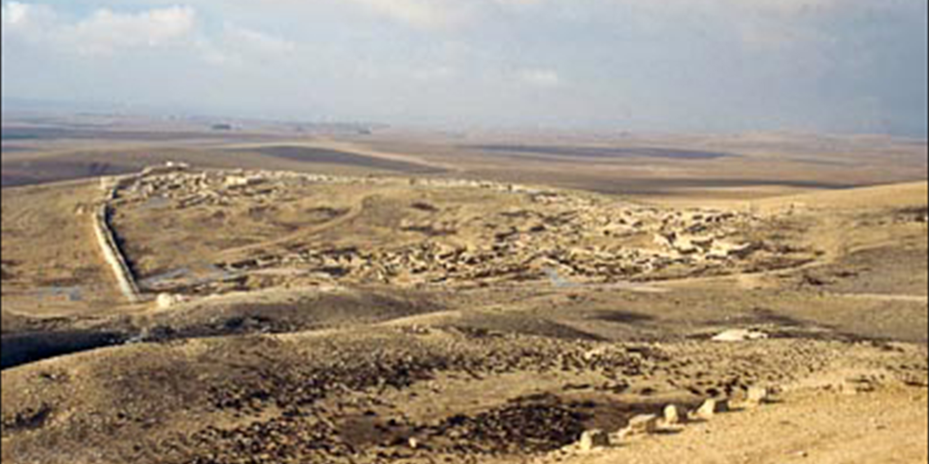 Arad-Early-Bronze-city-from-Israelite-fortress-tbs50289011-bibleplaces-1