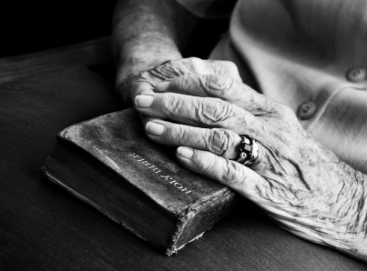 iStock_old-man-with-bible_prayer