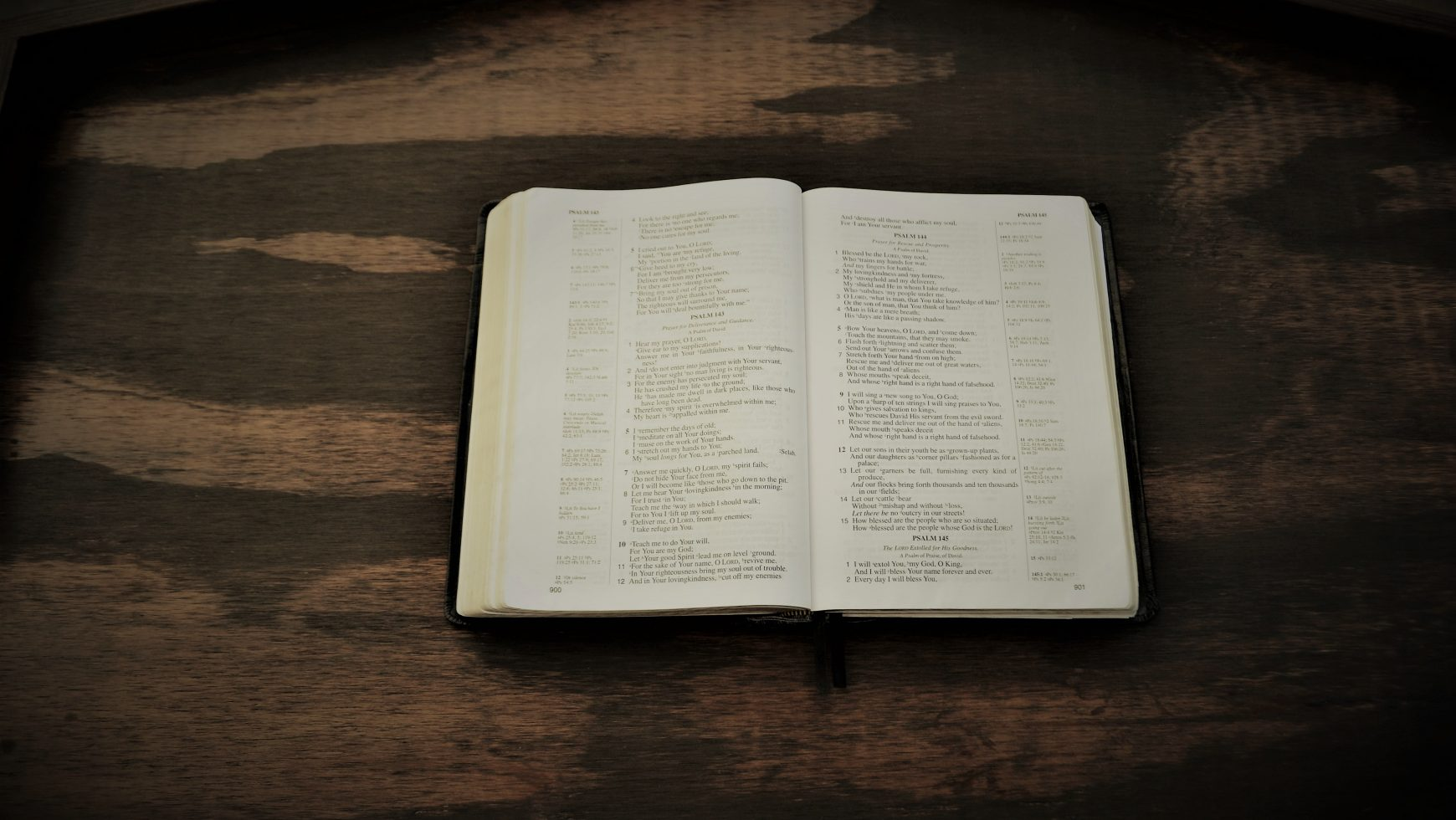 Bible_On_Table