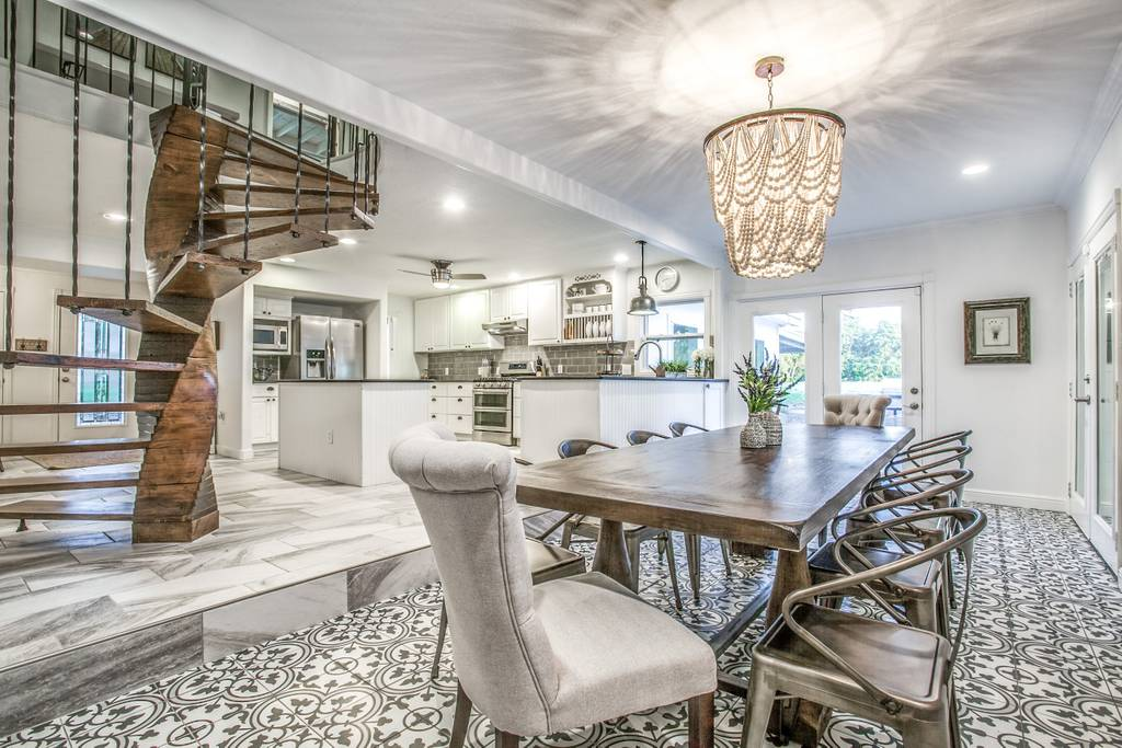 2019-03-21 - dining table-dallas house