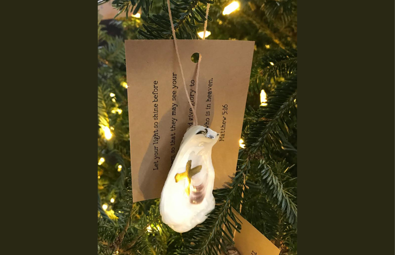 Oyster ornament gift card tree