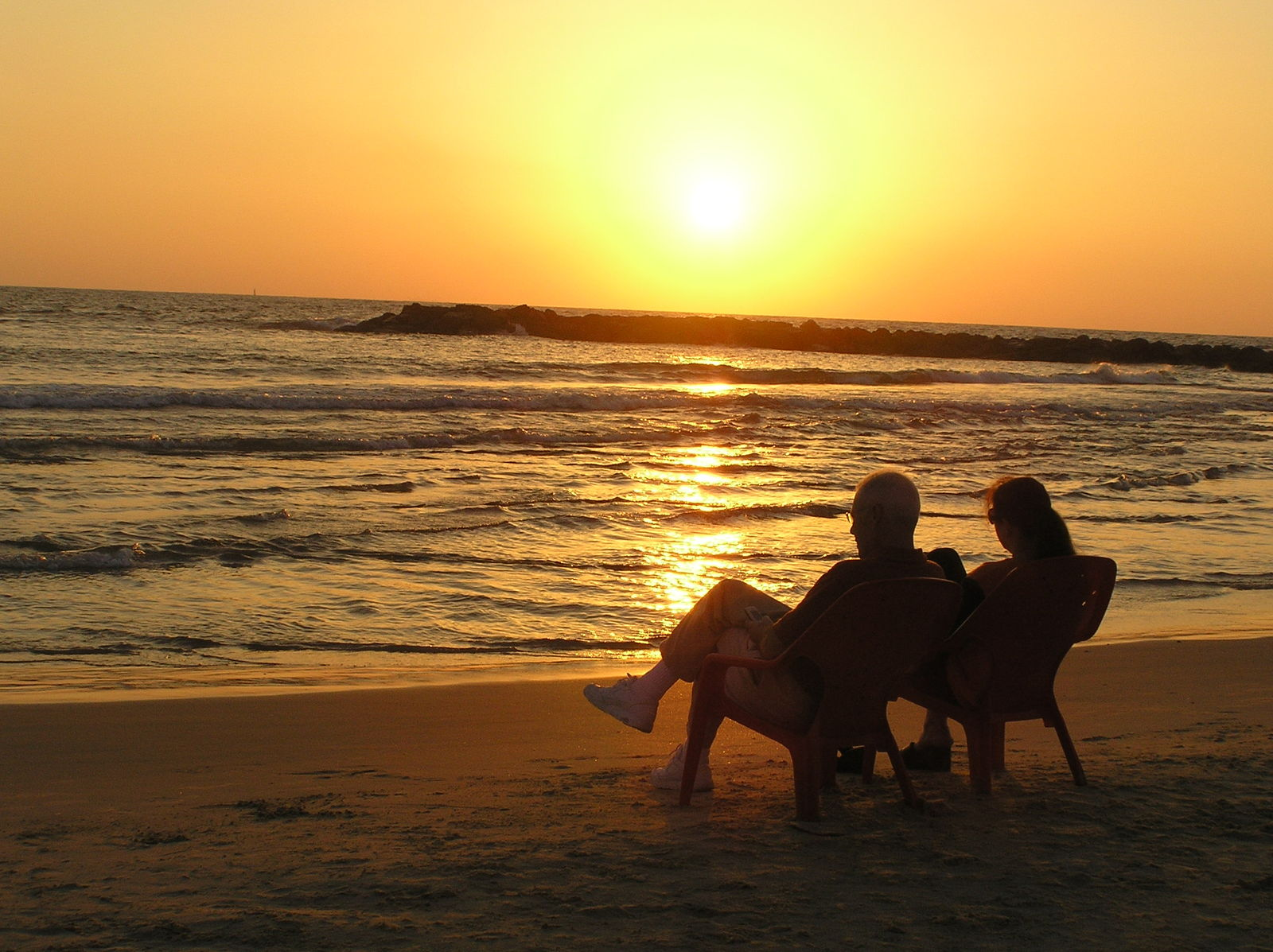sunset-couple-1563169