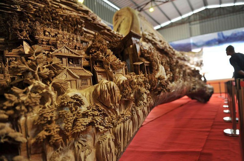 3worlds-longest-wooden-carving-was-made-from-a-single-tree-trunk-zheng-chunhui-3