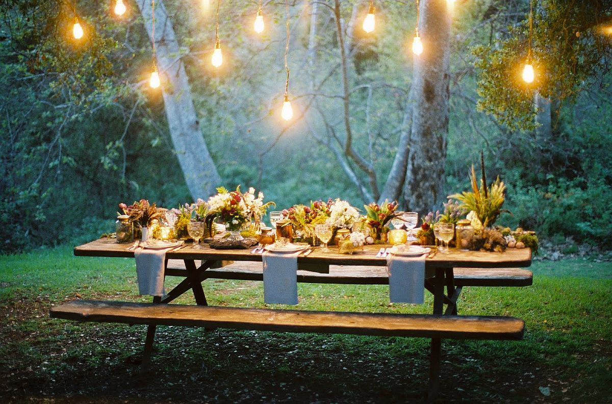 Lighting-steals-the-show-at-this-outdoor-Thanksgivingdinner-party